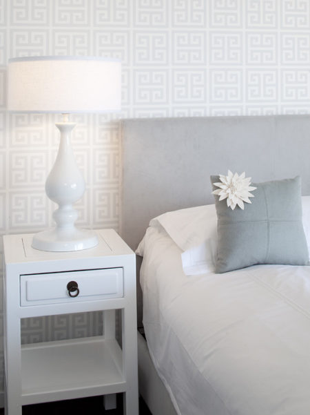 Geometric Wallpaper in Bedroom 2012 Wallpaper Trends