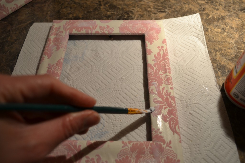 apply a layer of mod podge on top to seal it 1024x682 Mod Podge Picture Frame