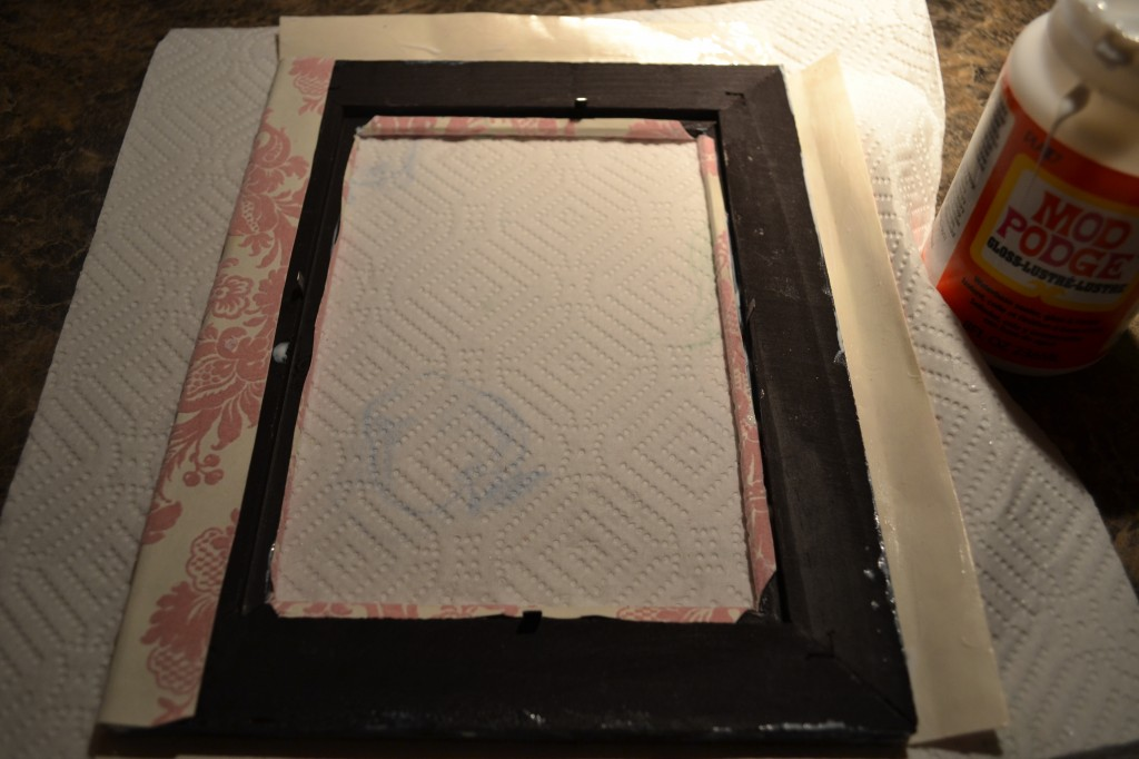 lay frame ontop of paper and fold the edges 1024x682 Mod Podge Picture Frame