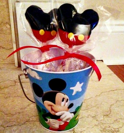 Mickey Mouse cake pops1 Mickey Mouse Themed 1st Birthday Party